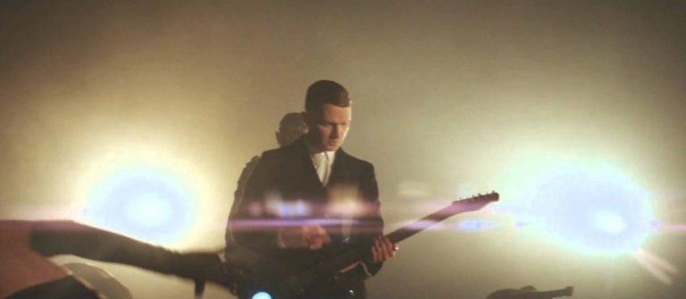 Hurts – Hold on to me (2013)