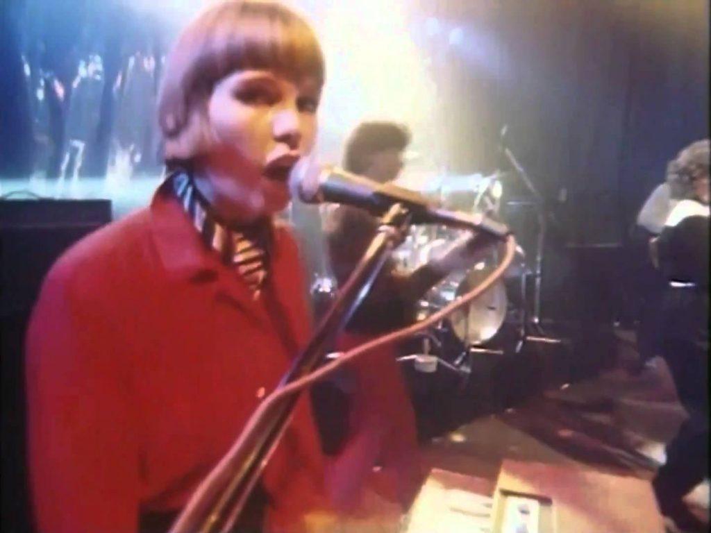 Martha and the Muffins – Echo Beach (1980)